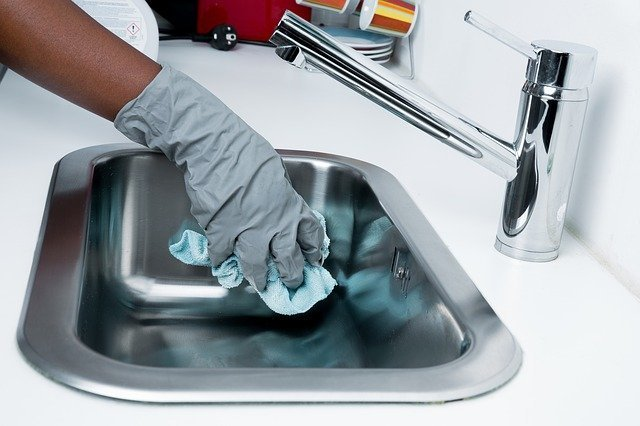 Eco-friendly cleaning of the sink